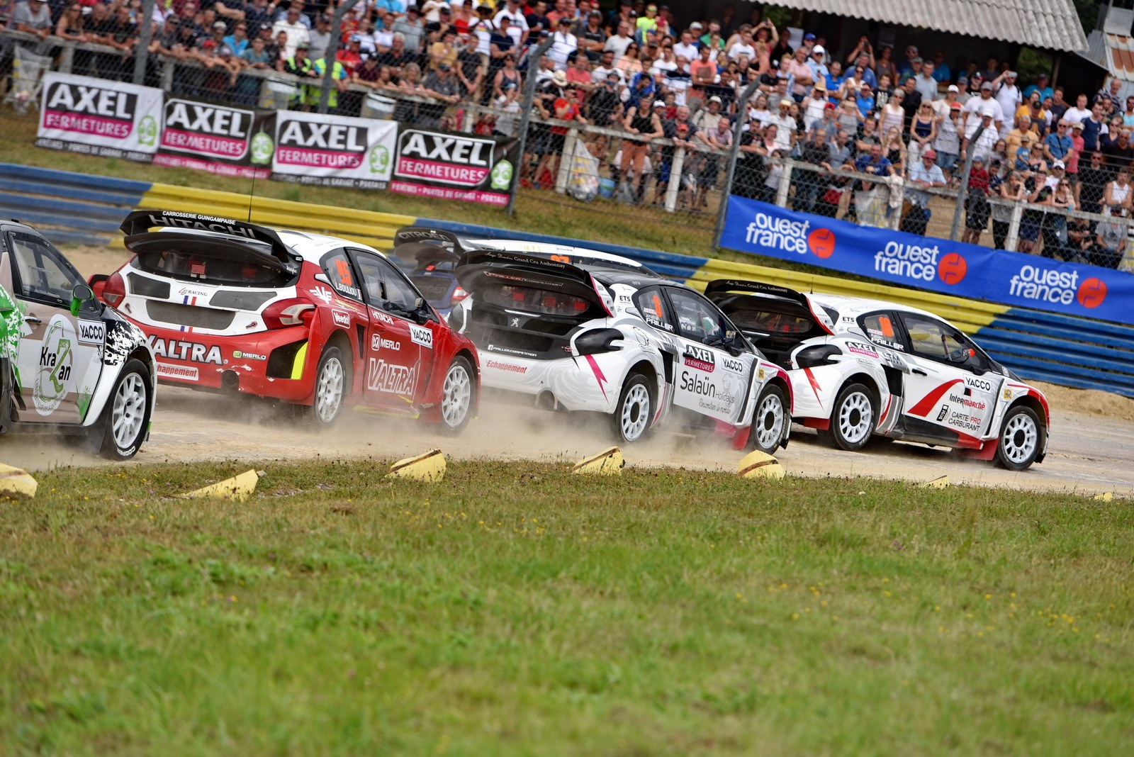 Fabien et Jonathan Pailler se disputent la premiere place au Rallycross de Kerlabo