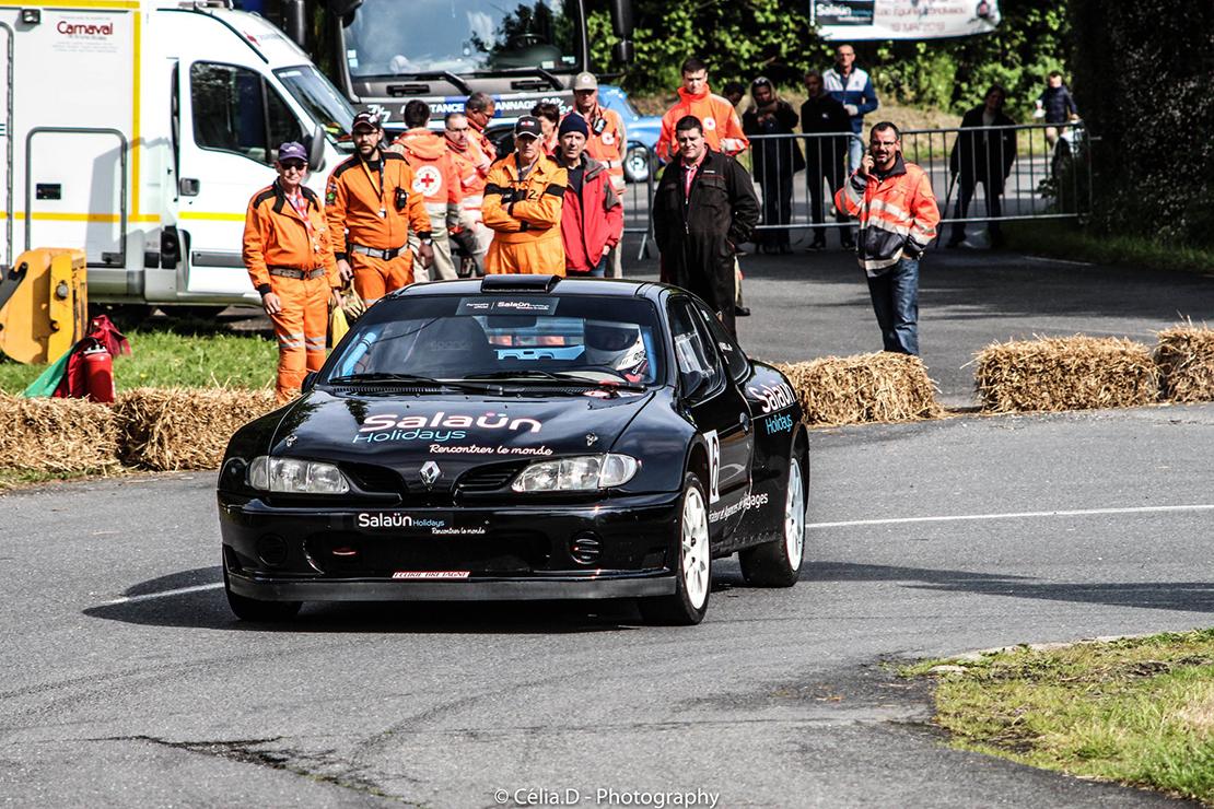 Daniel Rault et sa voiture à Loc Eguiner